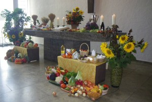 Unser Erntedank-Altar am 30. September 2012