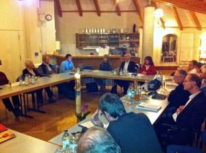 Blick auf die gemeinsame Sitzung der Kirchengemeinderäte im Salvator-Gemeindehaus